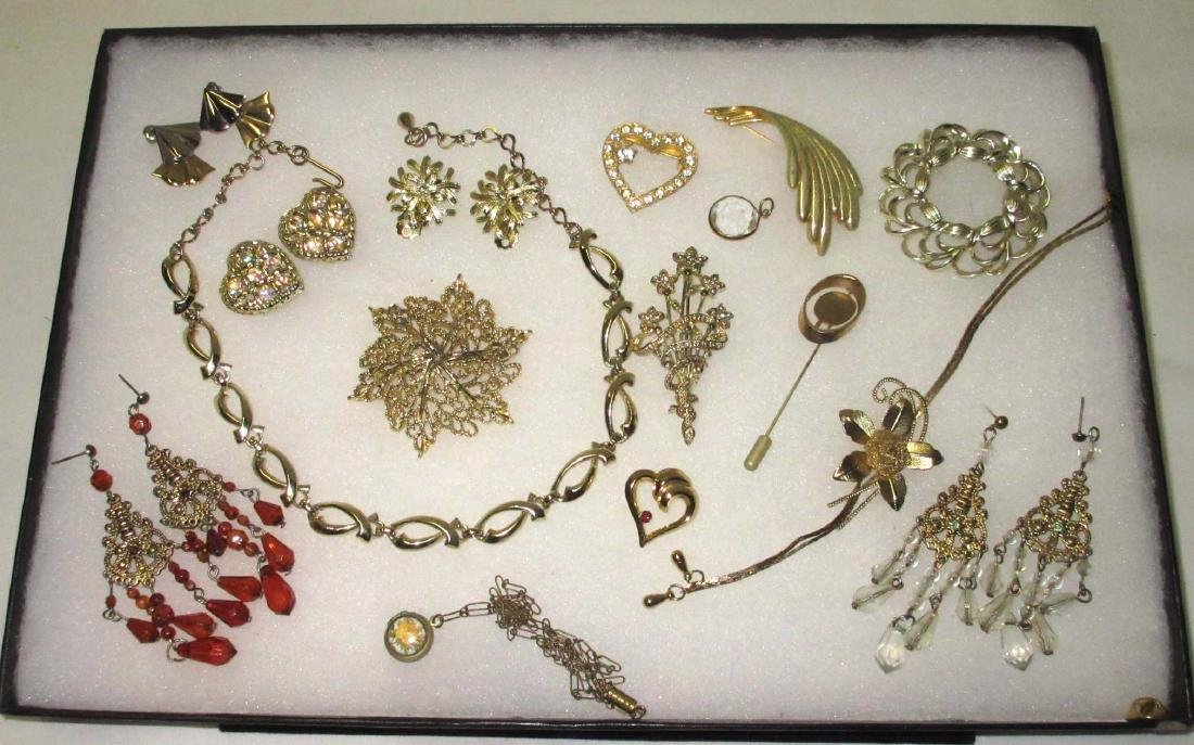 Collection of misc Goldtone jewelry