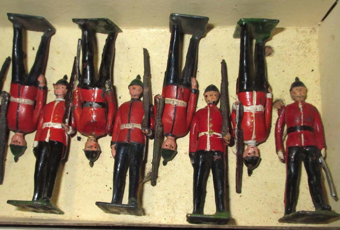 Lot of 22 Lead Soldiers - 4