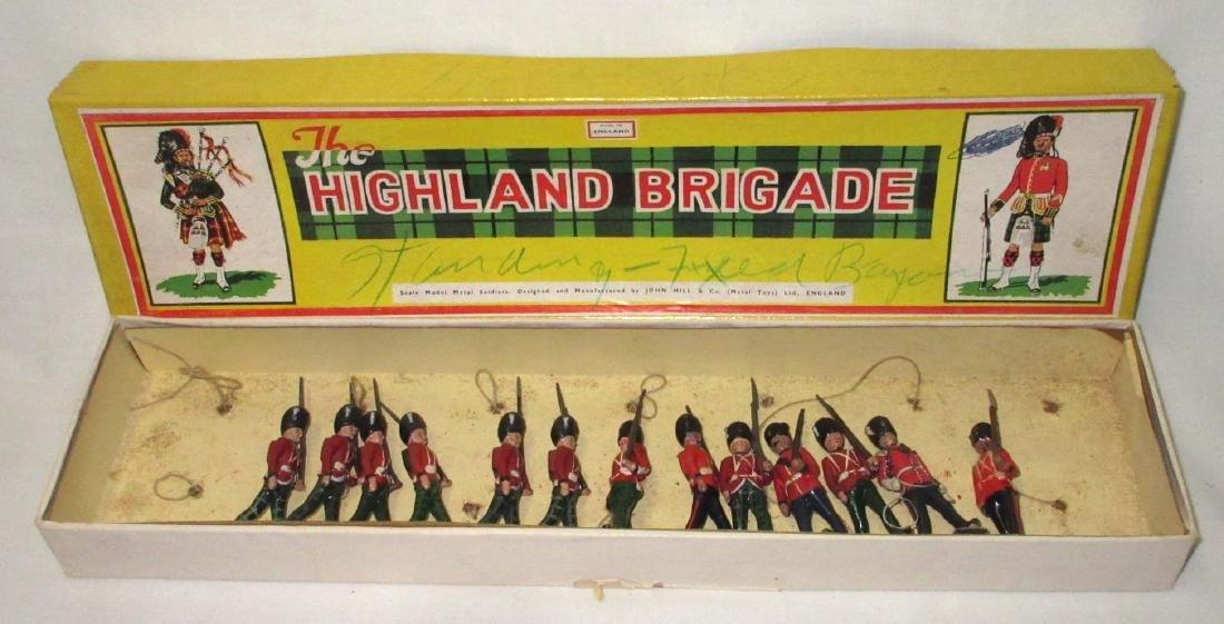 Lot of 13 Scottish Lead Soldiers