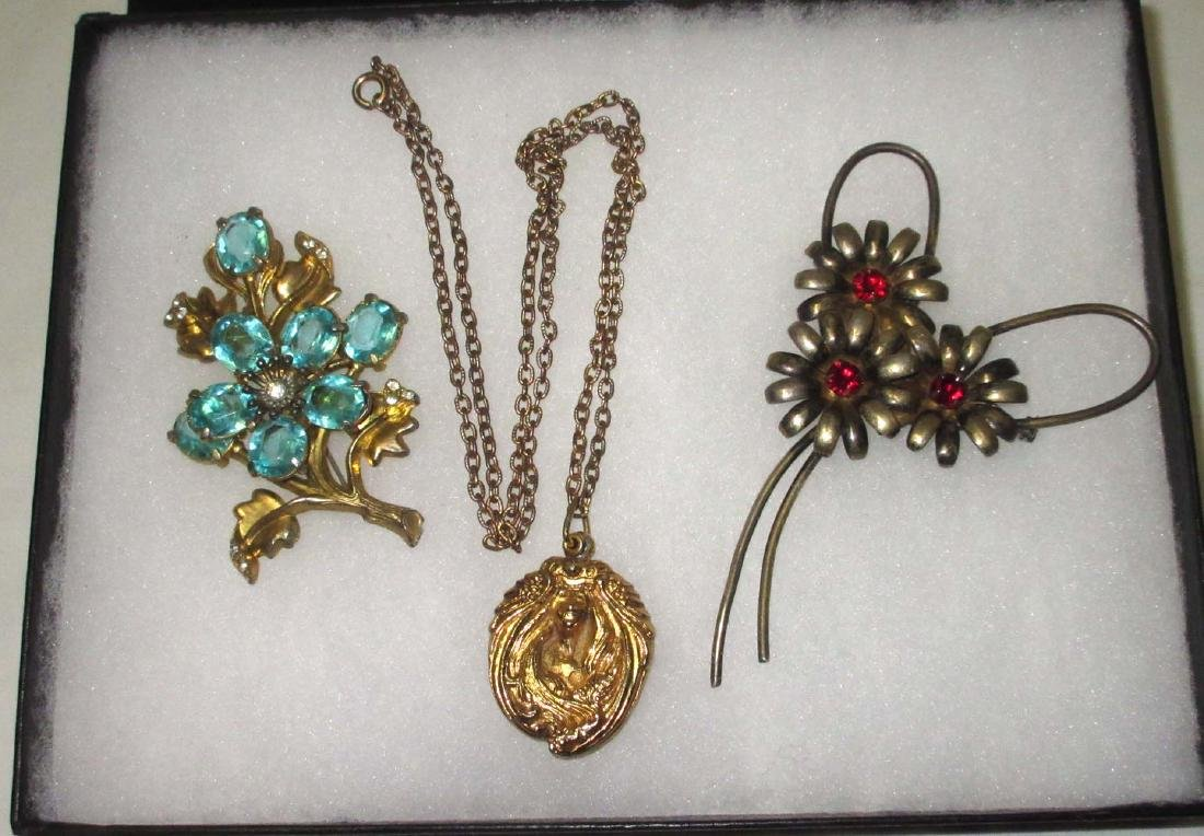 Lovely Retro Brooches & Art Nouveau Necklace