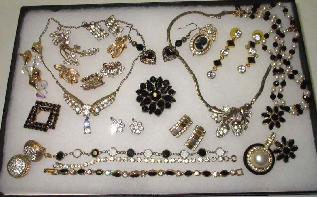 18 piece Black/Clear Goldtone Rhinestone Jewelry