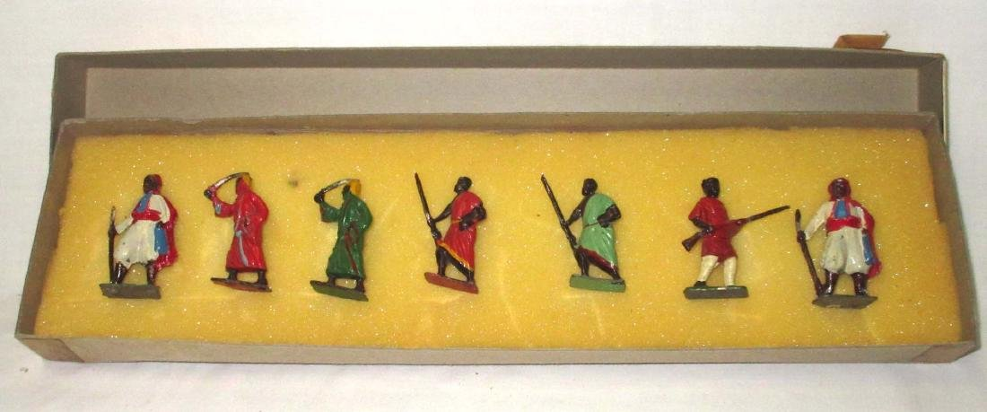 Lot of 7 Lead Soldiers