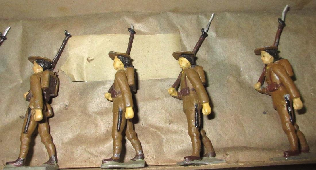 Lot of 8 Lead Soldiers - 3