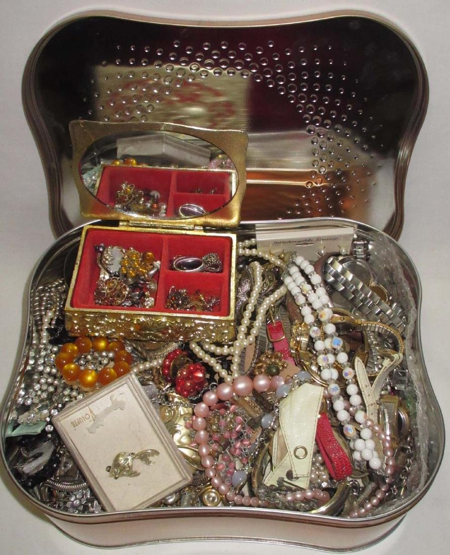 Box of Misc Vtg Dresser Items