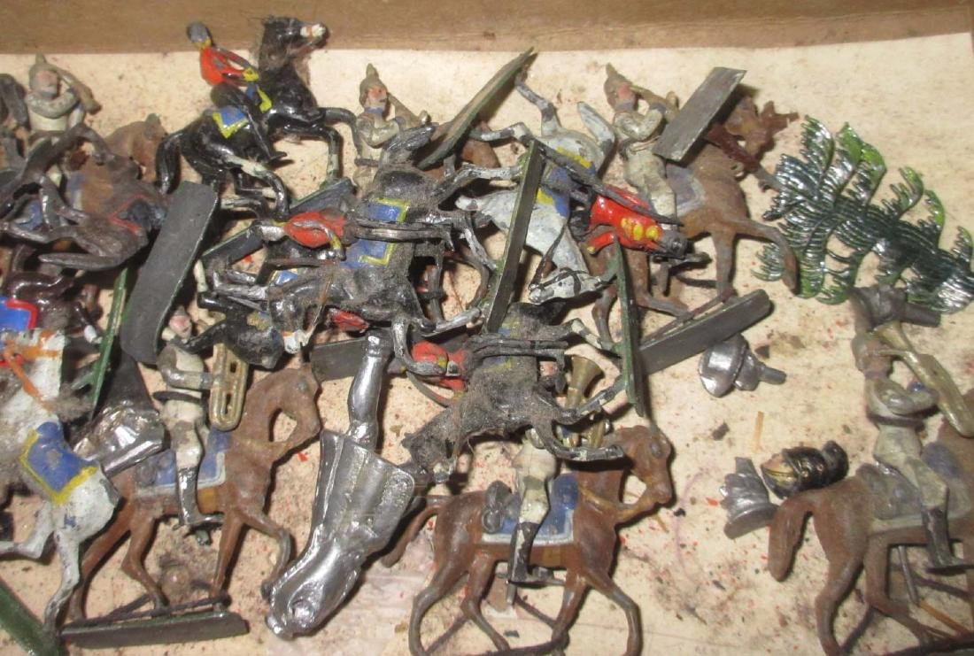 Large Lot Mini Lead Soldiers & Horses - 3