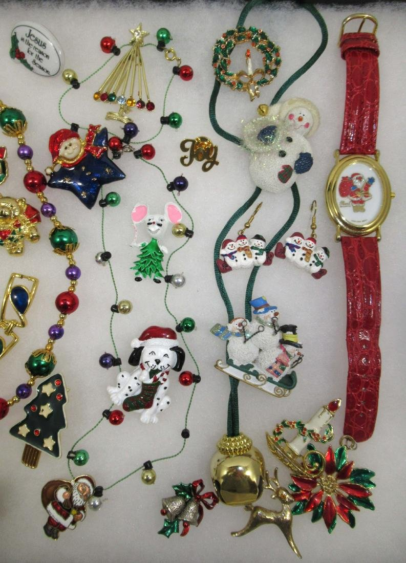 FUN, Images of Christmas Jewelry. 32pc - 3