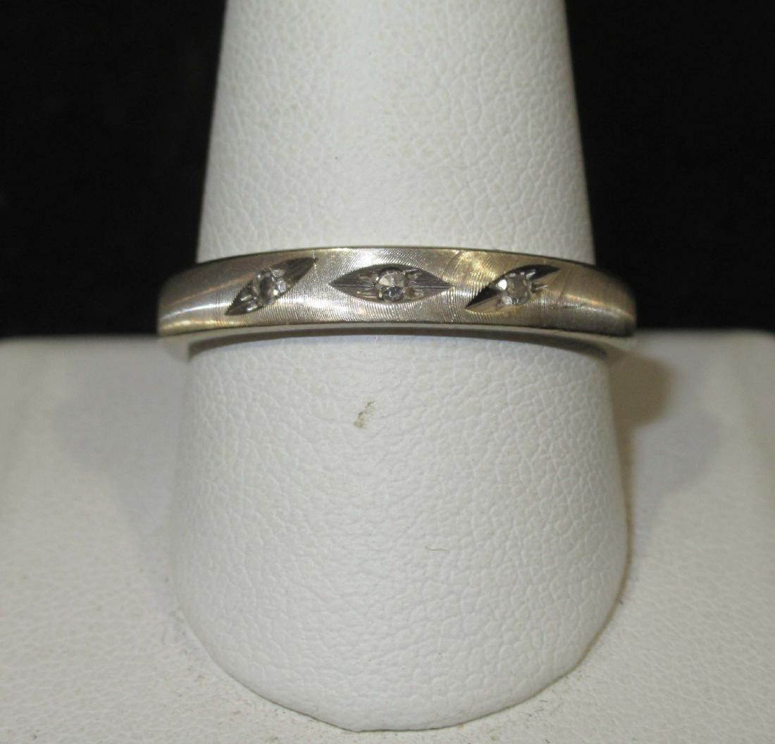 14kt White Gold Band/Diamond Chips 4.8g - 2