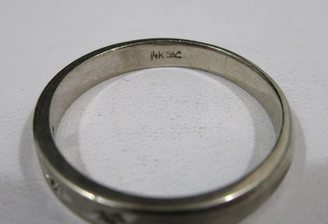 14kt White Gold Band/Diamond Chips 4.8g - 3
