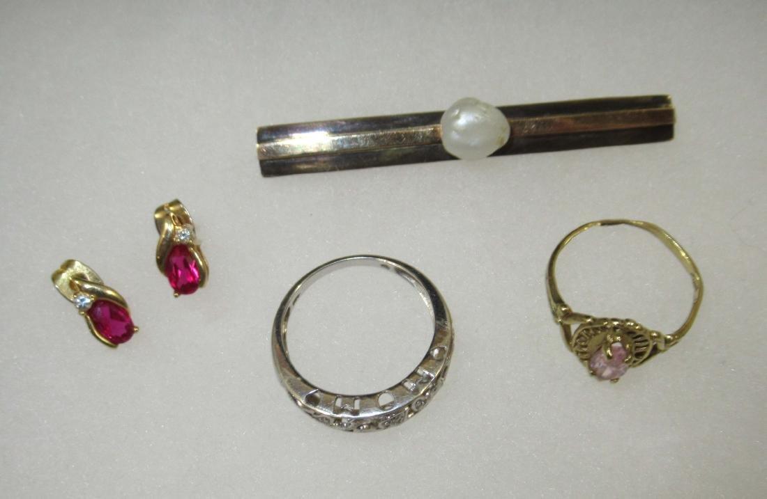 14kt Pin 3.7g,10kt Rings & Earrings 4g