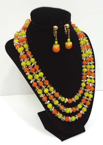 18: Vintage Glass Bead Necklace & Earrings