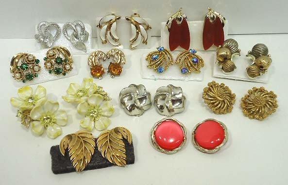 98: 12pr Vintage Lisner Earrings