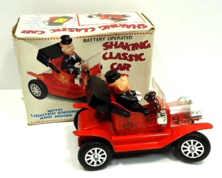 5: Shaking Classic Tin & Plastic Litho Car