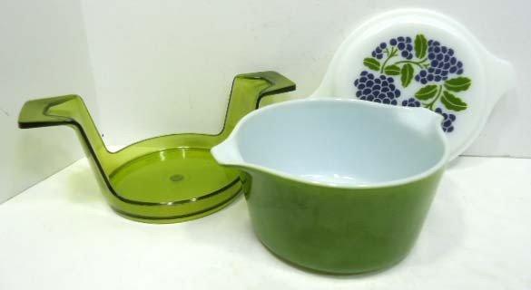 13: Pyrex Dish w/ Lid & Holder