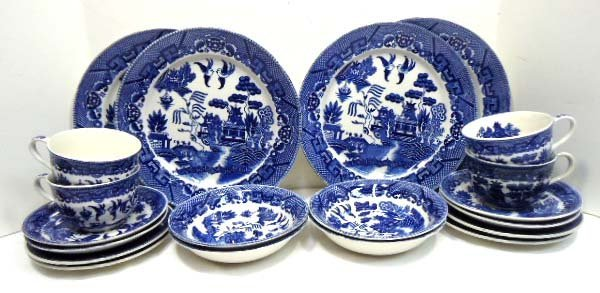 10: 20pc Blue Willow China