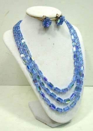 16: Vtg. Blue Faceted Iridescent Glass Necklace