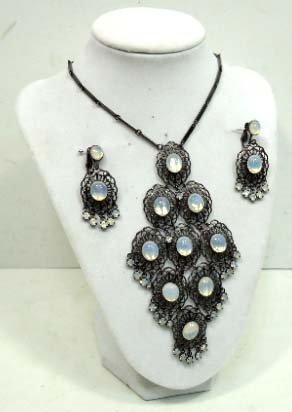 17: Vtg. Moonstone Pendant Necklace & Earrings