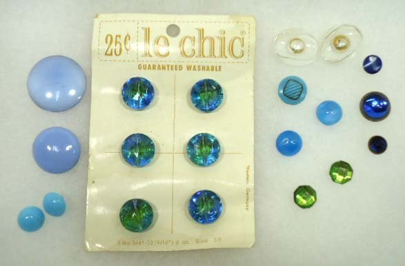 22: 20 Vtg. Antq. Blue Glass Buttons