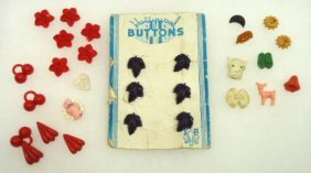 Vtg. Realistic Buttons 26pc