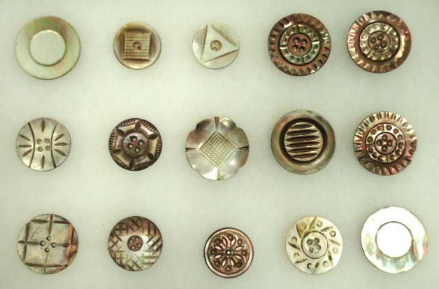 74: 15 Vtg Carved Abalone MOP Buttons
