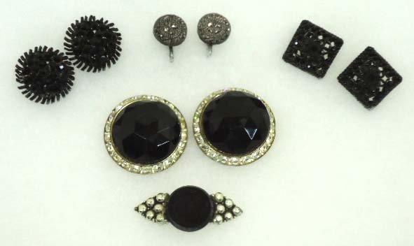 84: Black Vtg Glass Earrings & 1 Pin