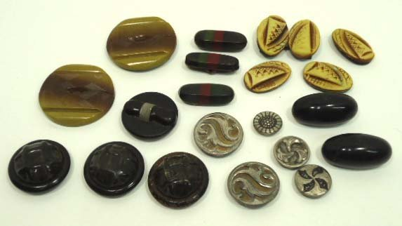 153: 20 Art Deco Vtg. Top Tight Buttons