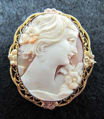 Vict. Gold Filigree Cameo Brooch