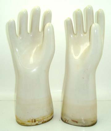 1: Pr Porcelain Glove Molds