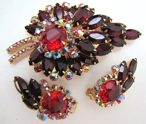 16: D&E JULIANA Ruby Red,AB Red, Leaf Brooch Set