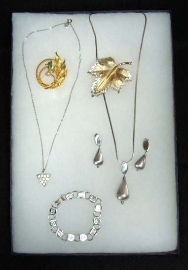 15: 6pc Vtg. Sarah Coventry Jewelry