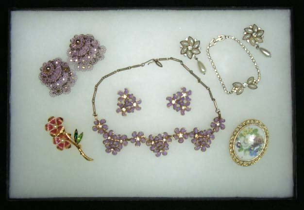 17: 7pc Floral Jewelry Lot