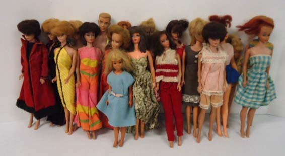 391: 20+ Barbie and Friends