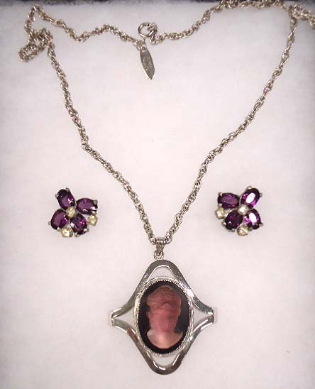 Vtg Whiting & Davis Repose Cameo Necklace