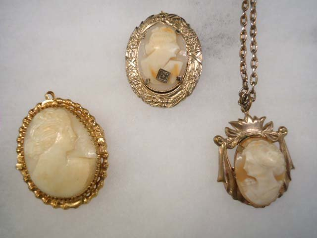 3 Vintage Shell Cameo's, 1 Habille'