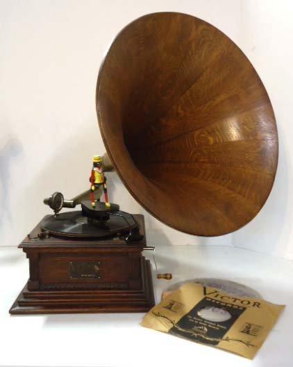 Oak Mdl. M Victor Phonograph