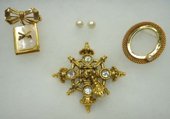 4pc Vtg Faux Pearl Jewelry