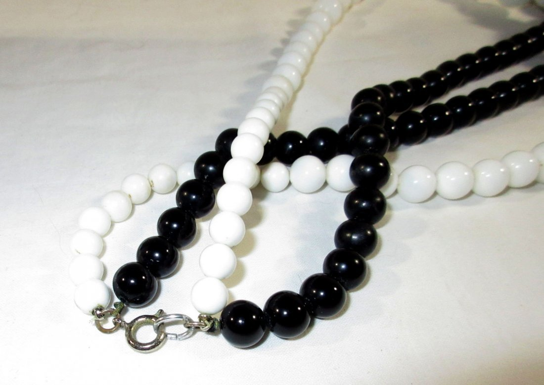 Fun Collection of Black/White MOD Jewelry 4pc - 3