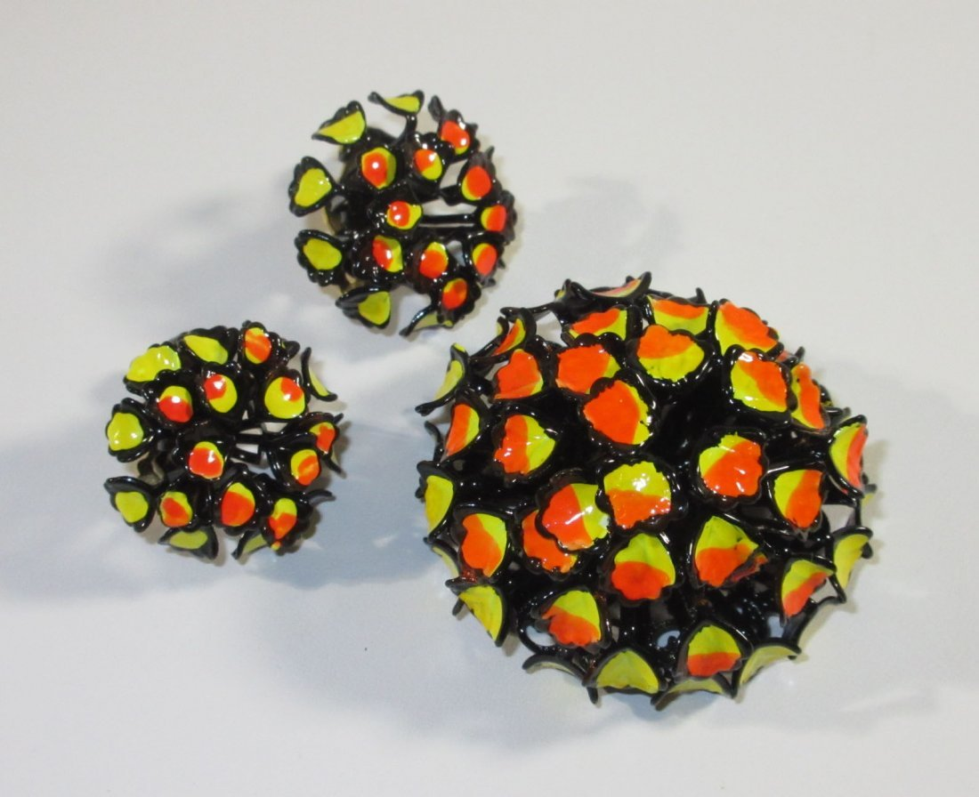 High Domed Enameled Blk/Yellow/Orange Pin Set
