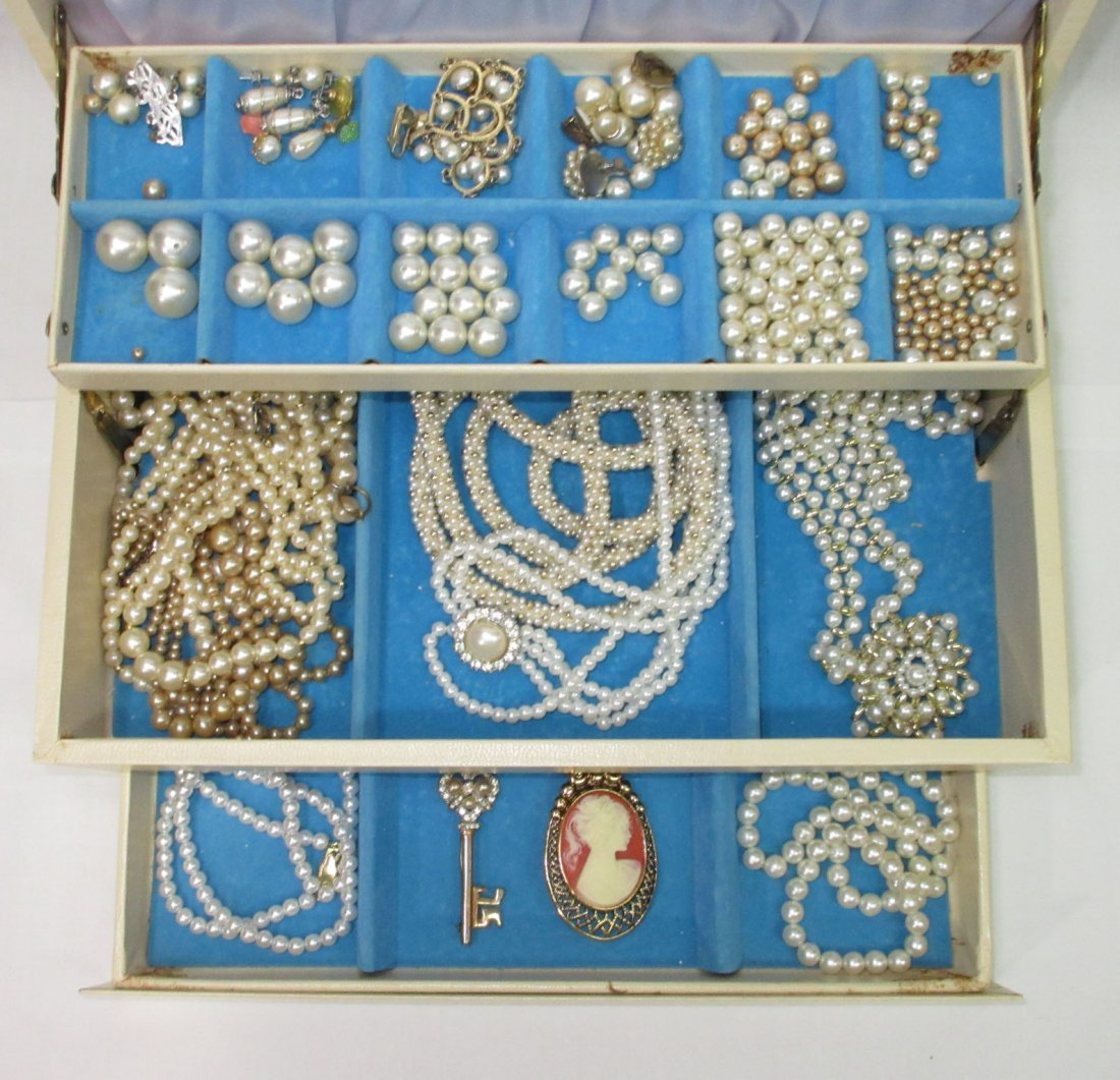 Vintage Jewelry Box of Faux Pearl Jewelry - 2
