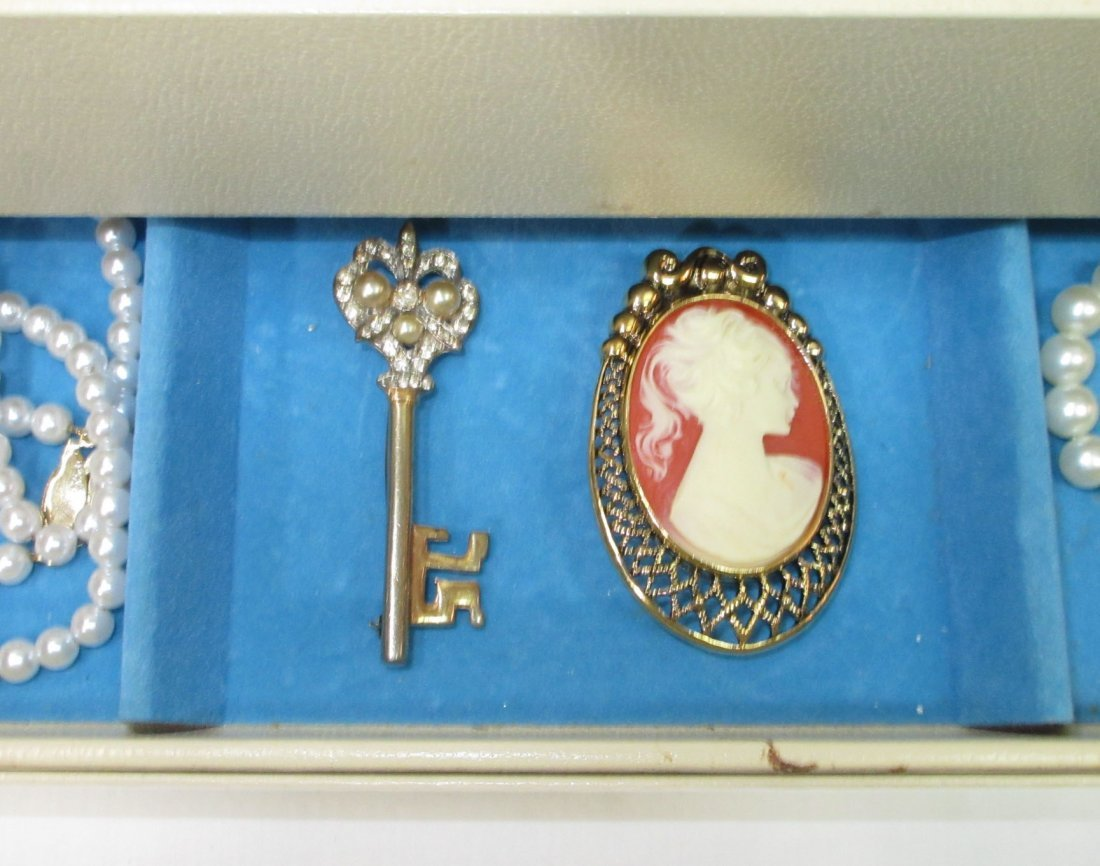 Vintage Jewelry Box of Faux Pearl Jewelry - 4