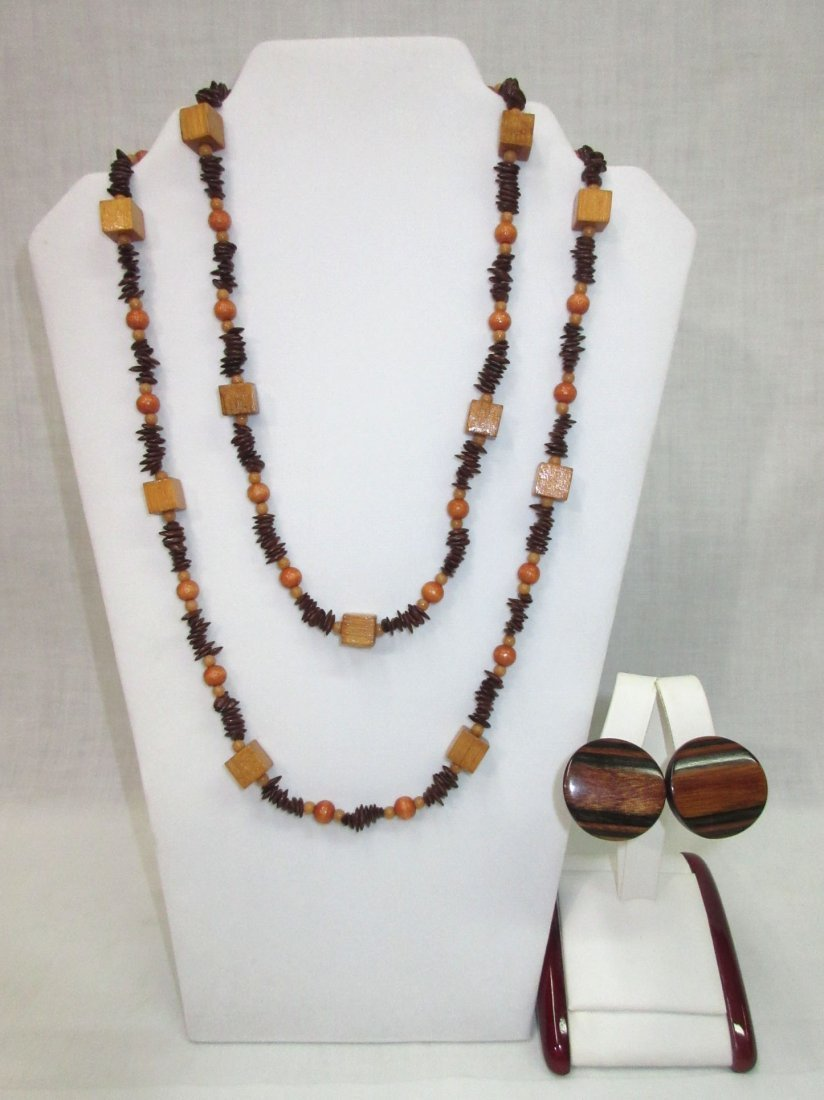 70's Unique Wood/Apple Seed Bead Necklace +