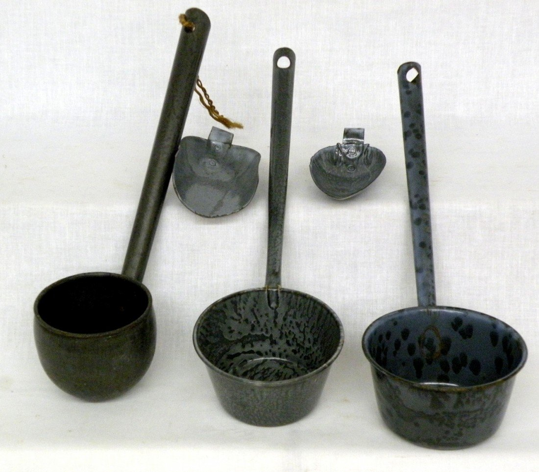 262: 3 gray agate ladles & 2 scoops