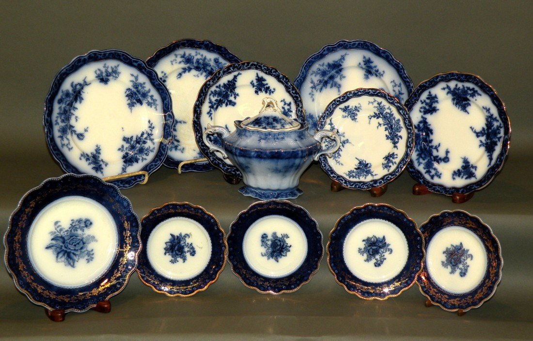 154: 11 pieces of flow blue china