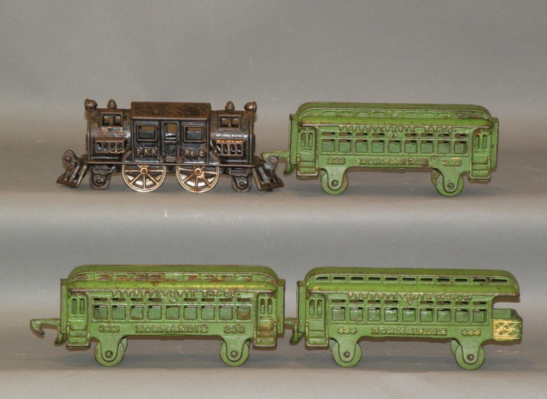 372: 4 piece Hubley PRR train set