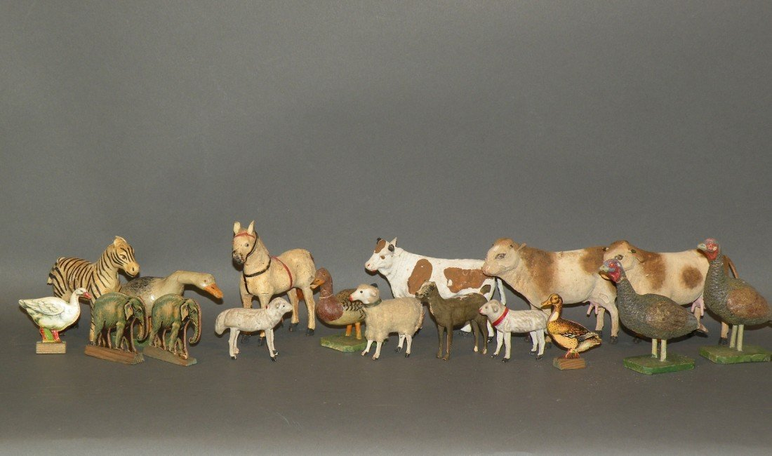 390: 18 animal figures