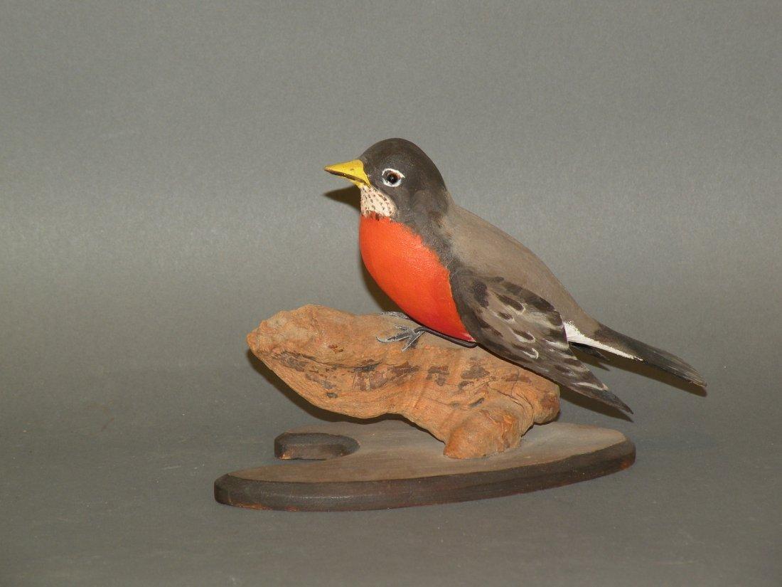 82: Smith robin bird carving