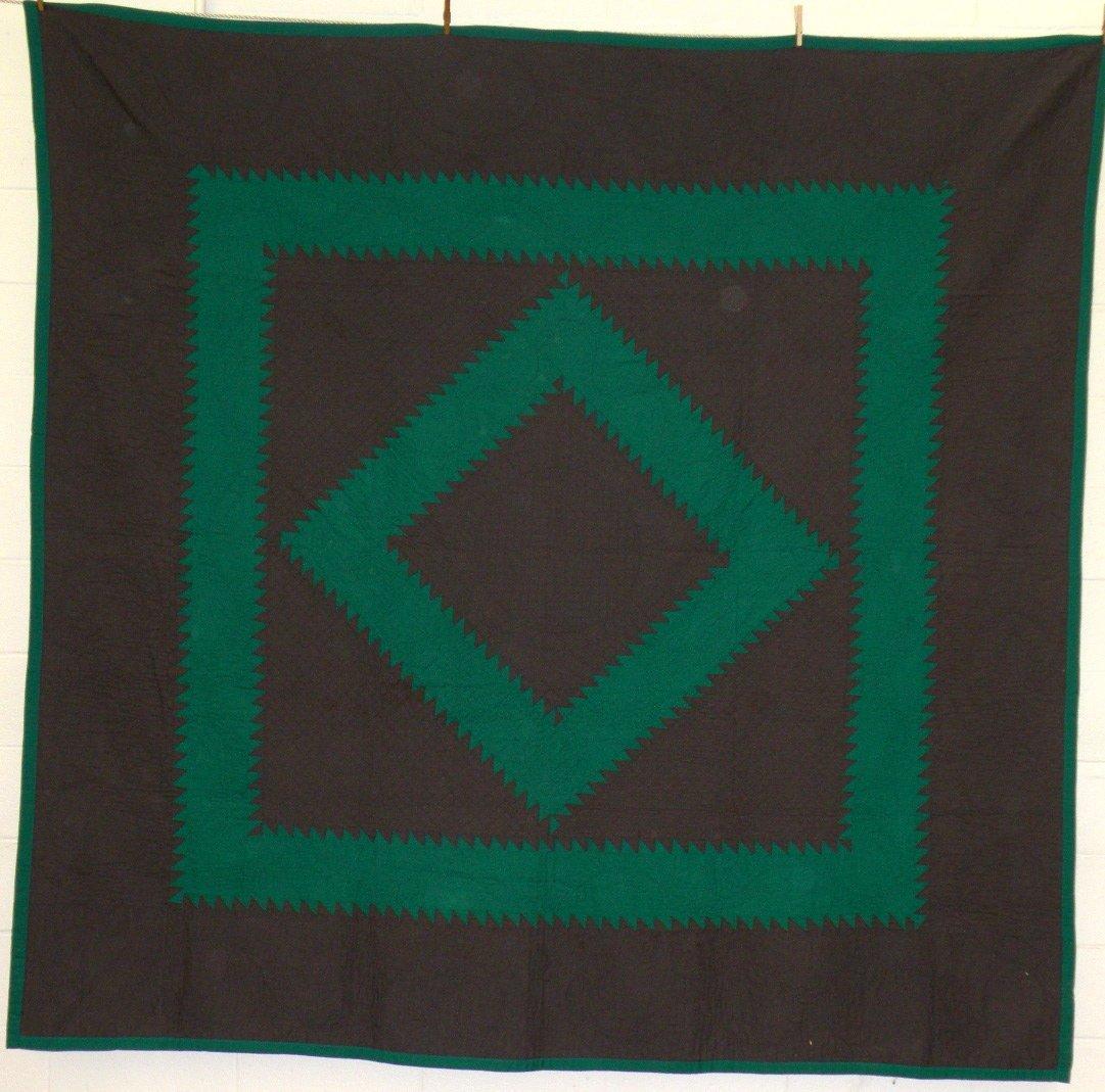 410: Sawtooth diamond pattern quilt