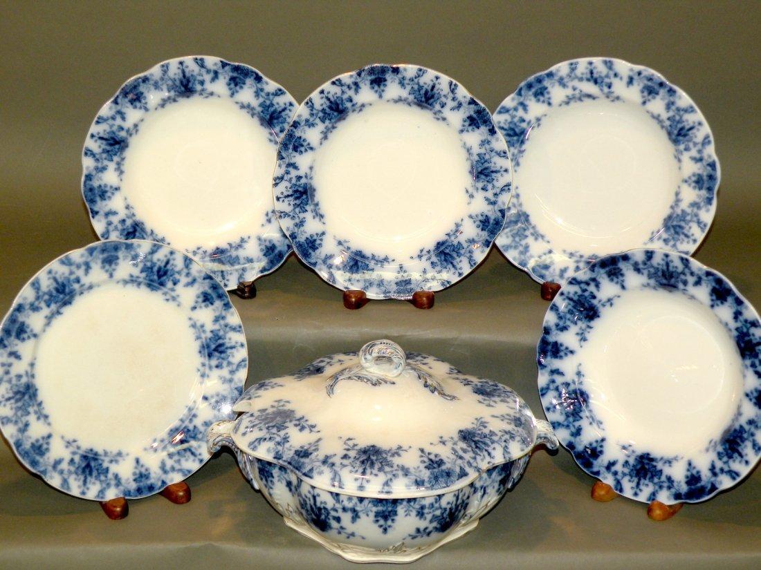 550: Flow blue soup tureen & 5 plates