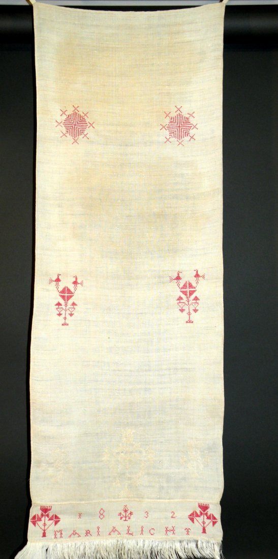 563: 2 decorated hand towels