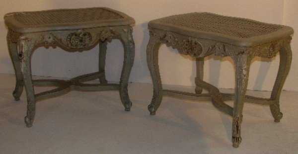 323: Pair of Louis XV style green painted benches. H: 1