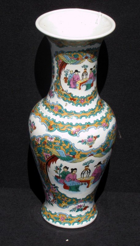 10: Chinese export porcelain baluster-form vase; the un